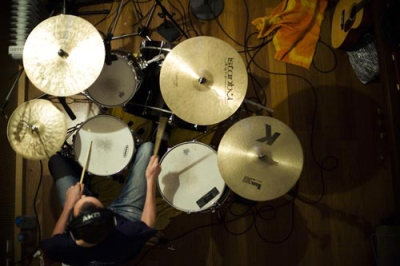 Dave Collingwood recording with Yann Tiersen